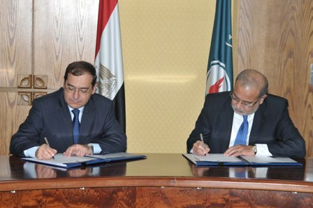 Ministry of Petroleum, Sherif Ismail has signed nine agreements in natural gas and oil exploration domain with $470 investments (DNE Photo)