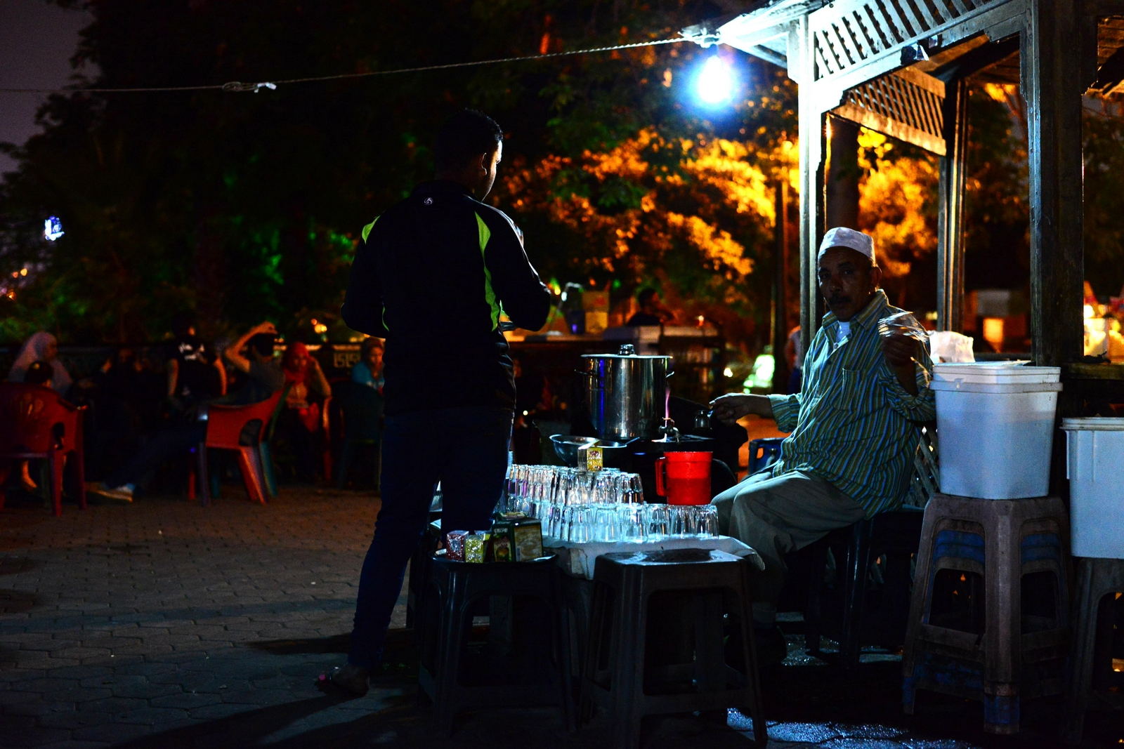 A small, makeshift stall provides tea to a terrace full of thirsty customers. (Photo by Aaron T. Rose)