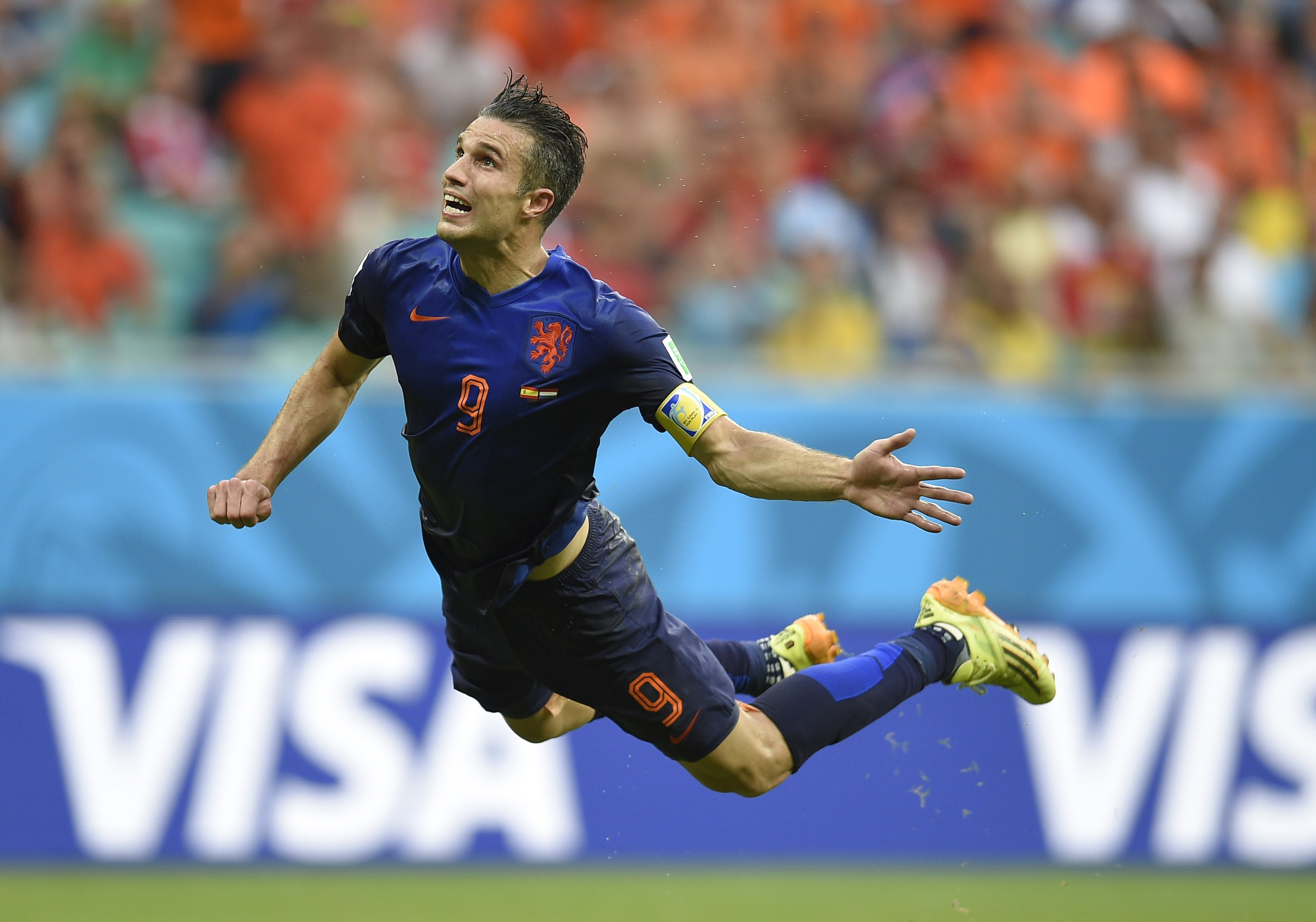 Netherlands' forward Robin van Persie scores during a Group B football match between Spain and the Netherlands at the Fonte Nova Arena in Salvador during the 2014 FIFA World Cup on June 13, 2014.    (AFP PHOTO / LLUIS GENE)