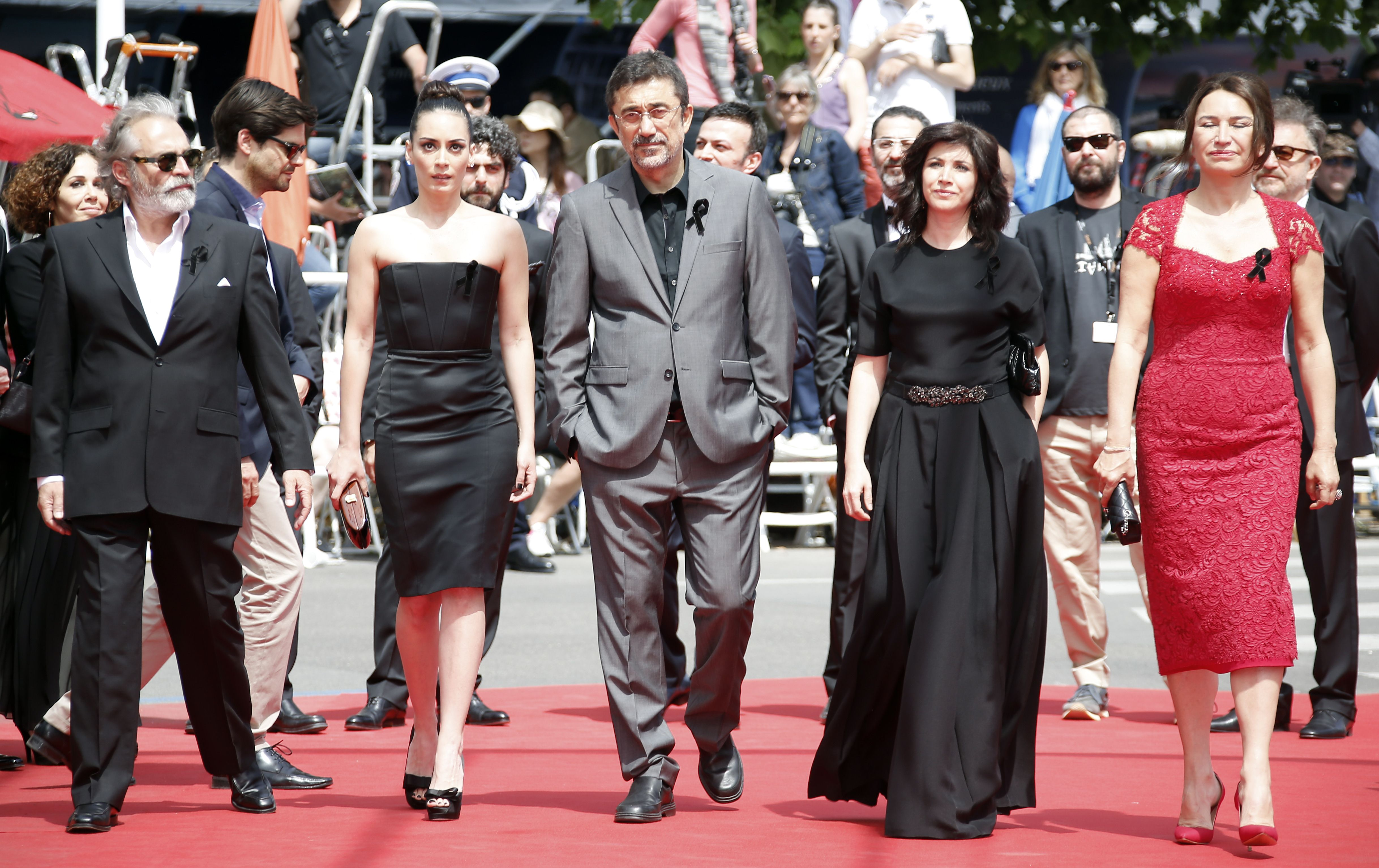 "Turkish actor Haluk Bilginer, actress Melisa Sozen, director Nuri Bilge Ceylan and his wife director and actress Ebru Ceylan and actress Demet Akbag arrive for the screening of the film ""Winter Sleep"" at the 67th edition of the Cannes Film Festival in Cannes, southern France, on May 16, 2014  (AFP Photo)"