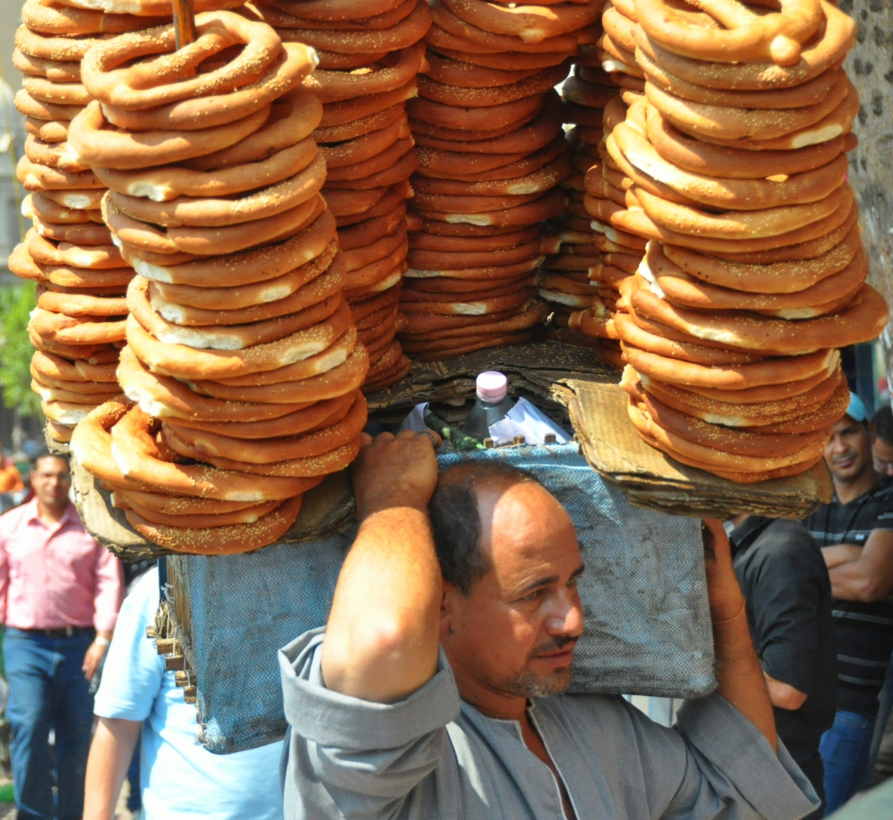 Man carrying a large plateau of pretzels through Tahrir Square 1 July  (Photo by Aaron T. Rose)