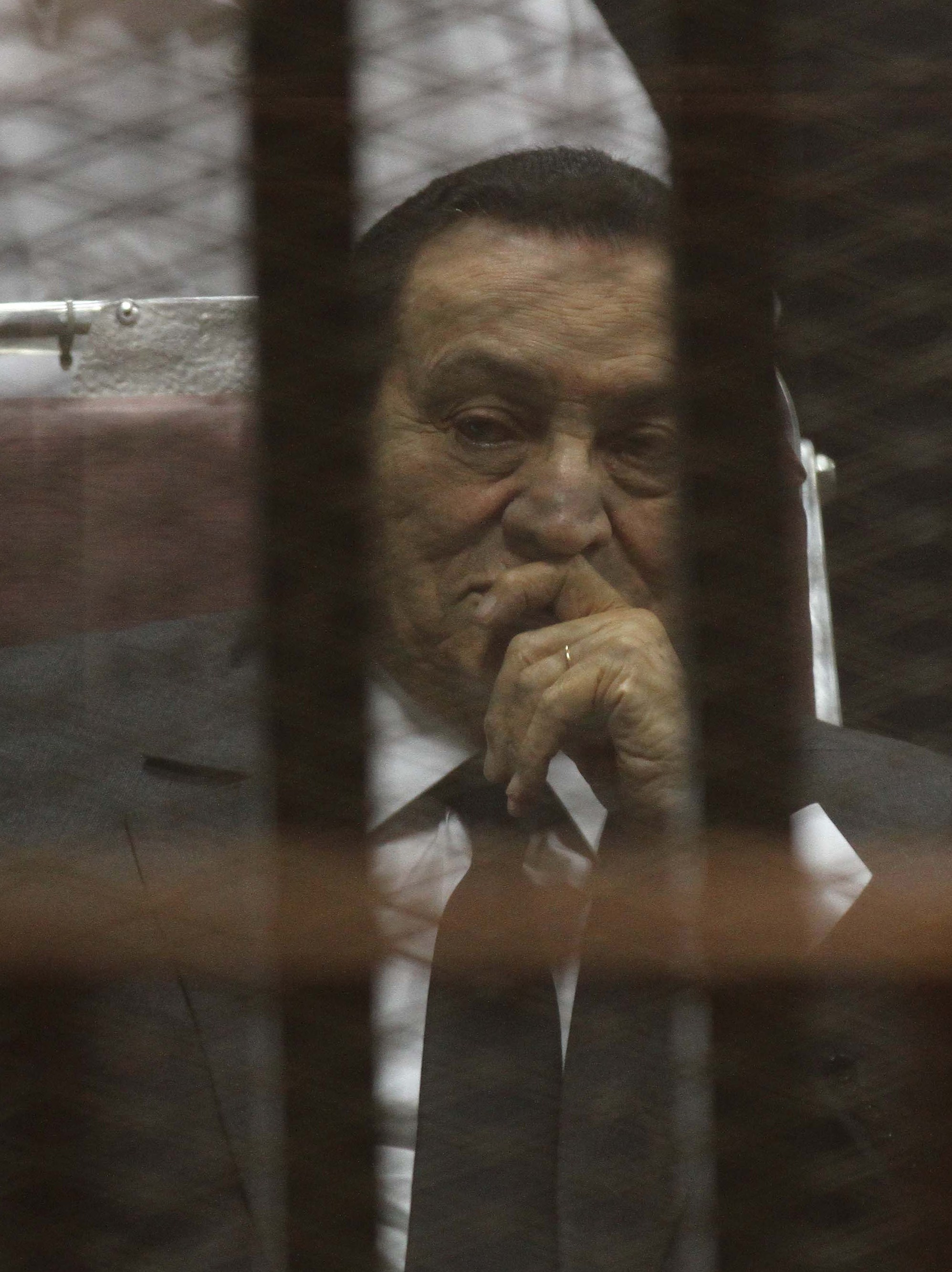 Egypt's deposed president Hosni Mubarak looks on from behind the accused cage during a trial session, earlier in 2014 in Cairo.  (AFP PHOTO / HASSAN MOHAMED)
