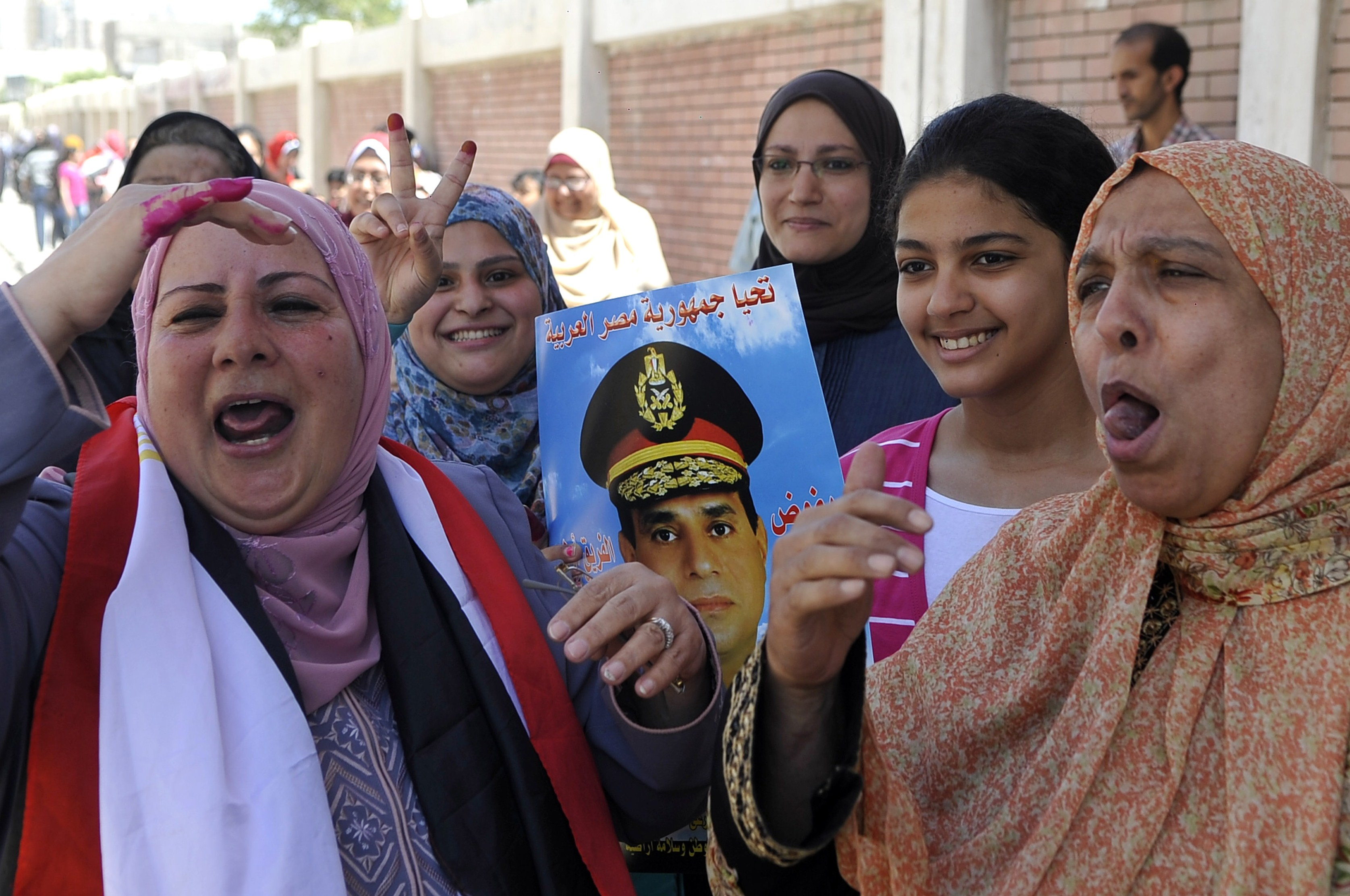 Supporters of ex-army chief Abdel Fattah al-Sisi celebrate after voting in front of a polling station in the Mediterranean porty city of Alexandria on Monday. (AFP PHOTO/STR)