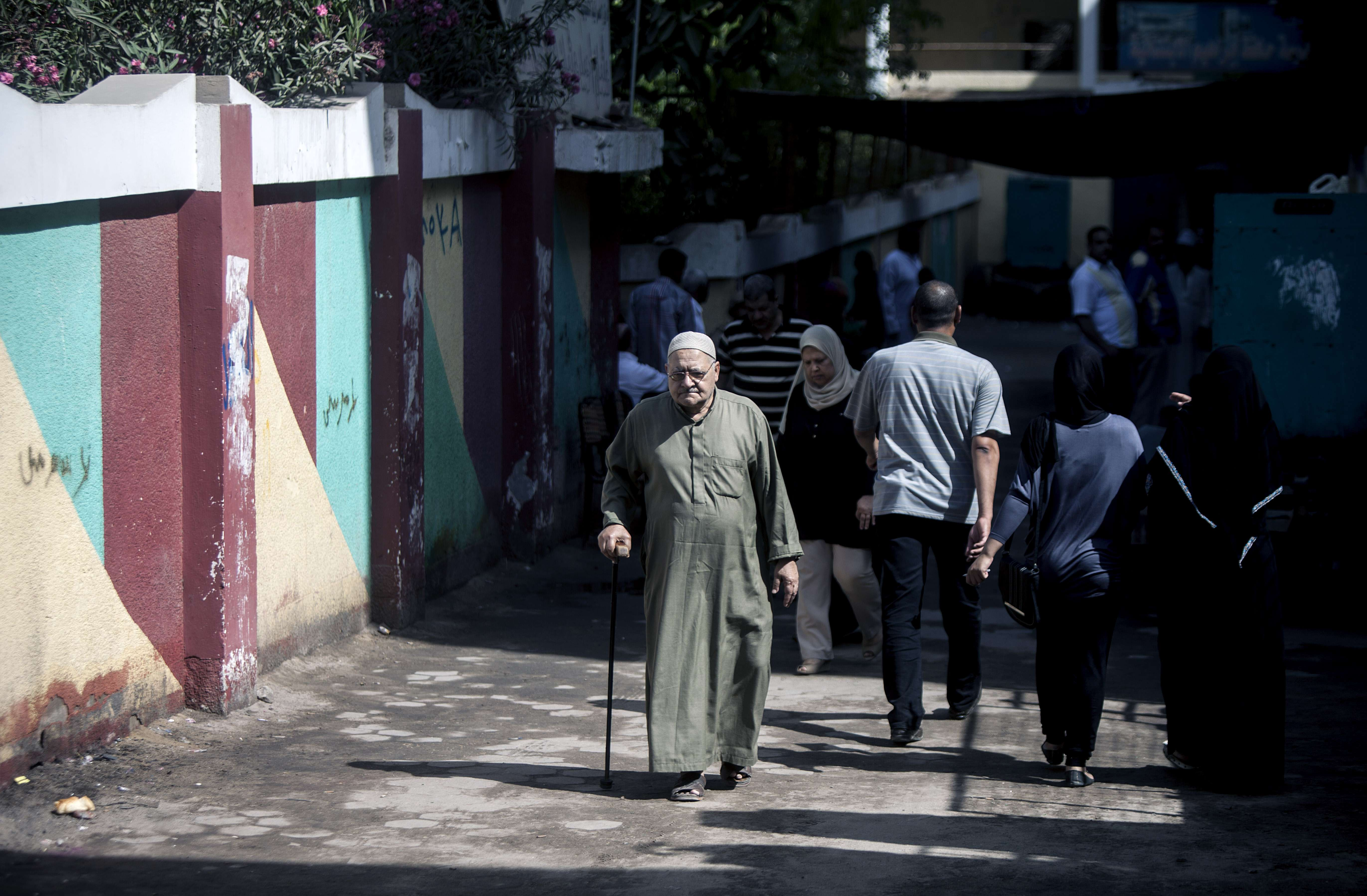 An Egyptian man walks past a polling station in Cairo on May 27, 2014, on the second day of Egypt's presidential election. Sisi is expected to trounce his only rival, leftist leader Hamdeen Sabbahi, in Egypt's second freely held presidential election, which is being held over two days.  (AFP PHOTO/MAHMOUD KHALED)