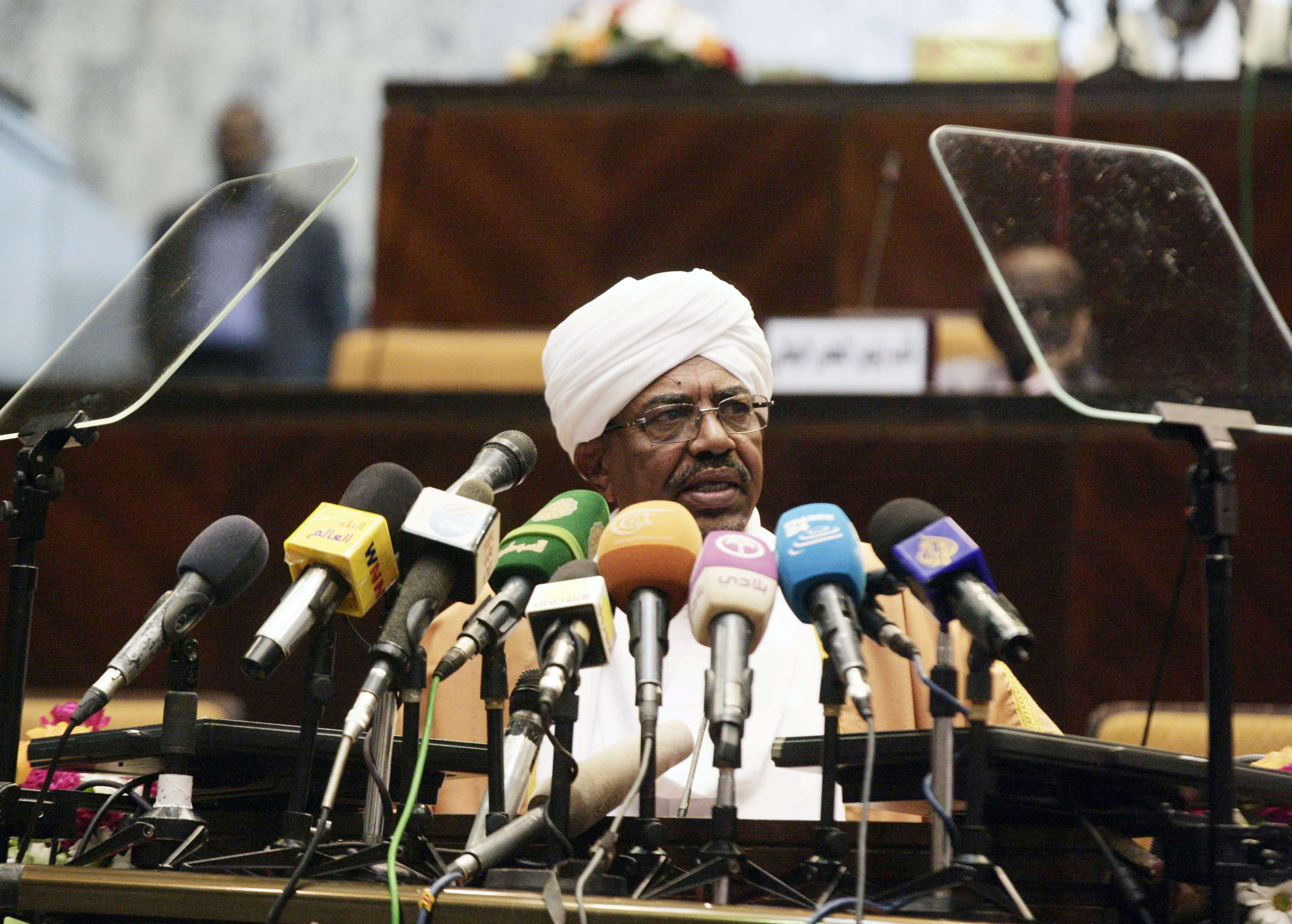 Sudan's President Omar al-Bashir speaks during the opening of a new session of parliament on October 28, 2013 in Khartoum.  (AFP Photo)