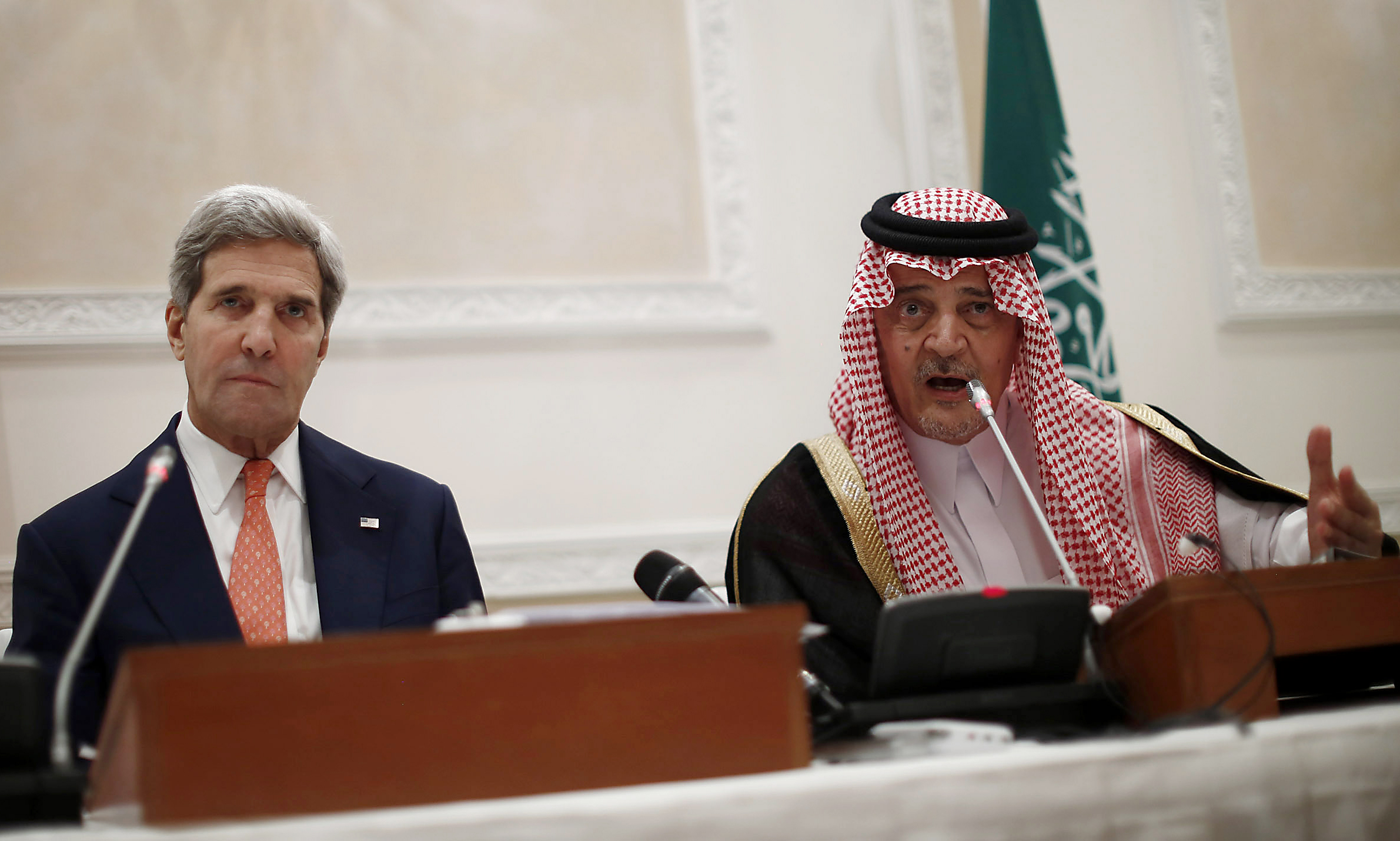 U.S. Secretary of State John Kerry and Saudi Foreign Minister Prince Saud al-Faisal (R) arrive for a joint press conference November 4, 2013 in Riyadh. (AFP PHOTO / POOL / JASON REED)