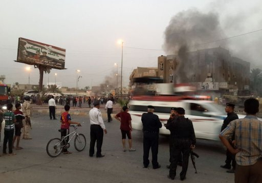 Policemen and people gather at the site of a car bomb in Talibiya in Baghdad on September 3, 2013 (AFP, Sabah Arar)