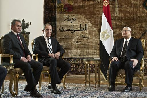 Egypt?'s interim president Adly Mansour (right) holds talks with Russian Foreign Minister Sergey Lavrov (centre) and Russian Defense Minister Sergei Shoigu in Cairo, on November 14, 2013 (AFP, Khaled Desouki)
