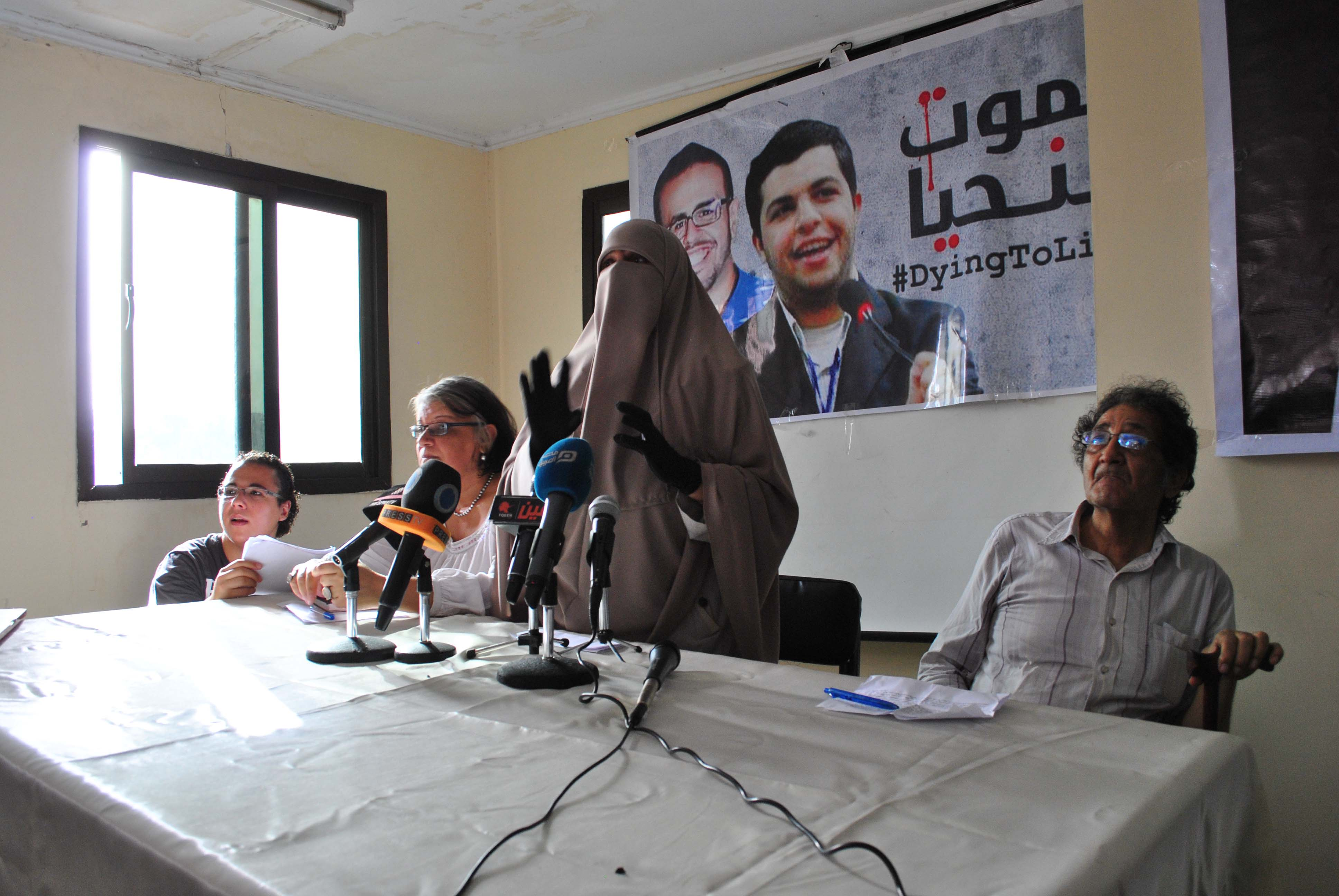 Ibrahim Al-Yamany's mother speaks about her son's hunger strike at a press conference in the Hisham Mubarak  Law Center last July. (Photo by: Jihad Abaza)