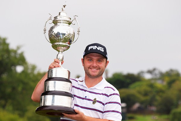 Britain's Andy Sullivan snatched the title of Golf's South African Open Championship, taking advantage of South African Charl Schawrtzel's faltering in the final stages of the games.