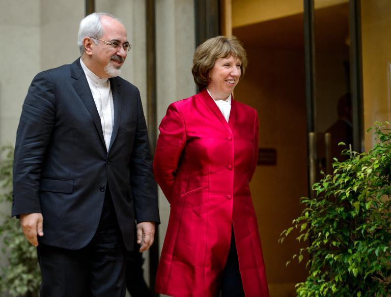 EU foreign policy chief Catherine Ashton arrives with Iranian Foreign Minister Mohammad Javad Zarif on 7 November  2013 before the start of two days of closed-door nuclear talks in Geneva (AFP Photo)