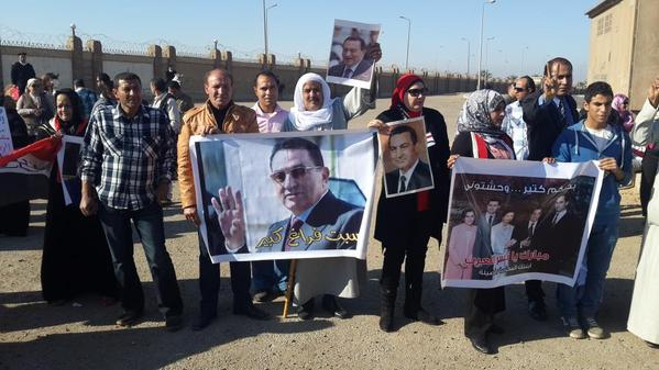 Supporters of former President Hosni Mubarak gathered outside the court room on Saturday morning. Photo by Adham Youssef