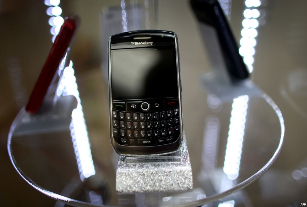 A Blackberry cell phone for sale at Fixx wireless on November 4, 2013 in Miami, Florida  (Getty/AFP, Joe Raedle)