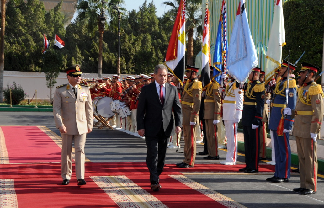 Egypt's Ministry of Defence Al Sisi greeted his Russian counterpart Shoigu with an official reception ceremony at the ministry's headquarters (Photo by Ahmed AlMalky/DNE)