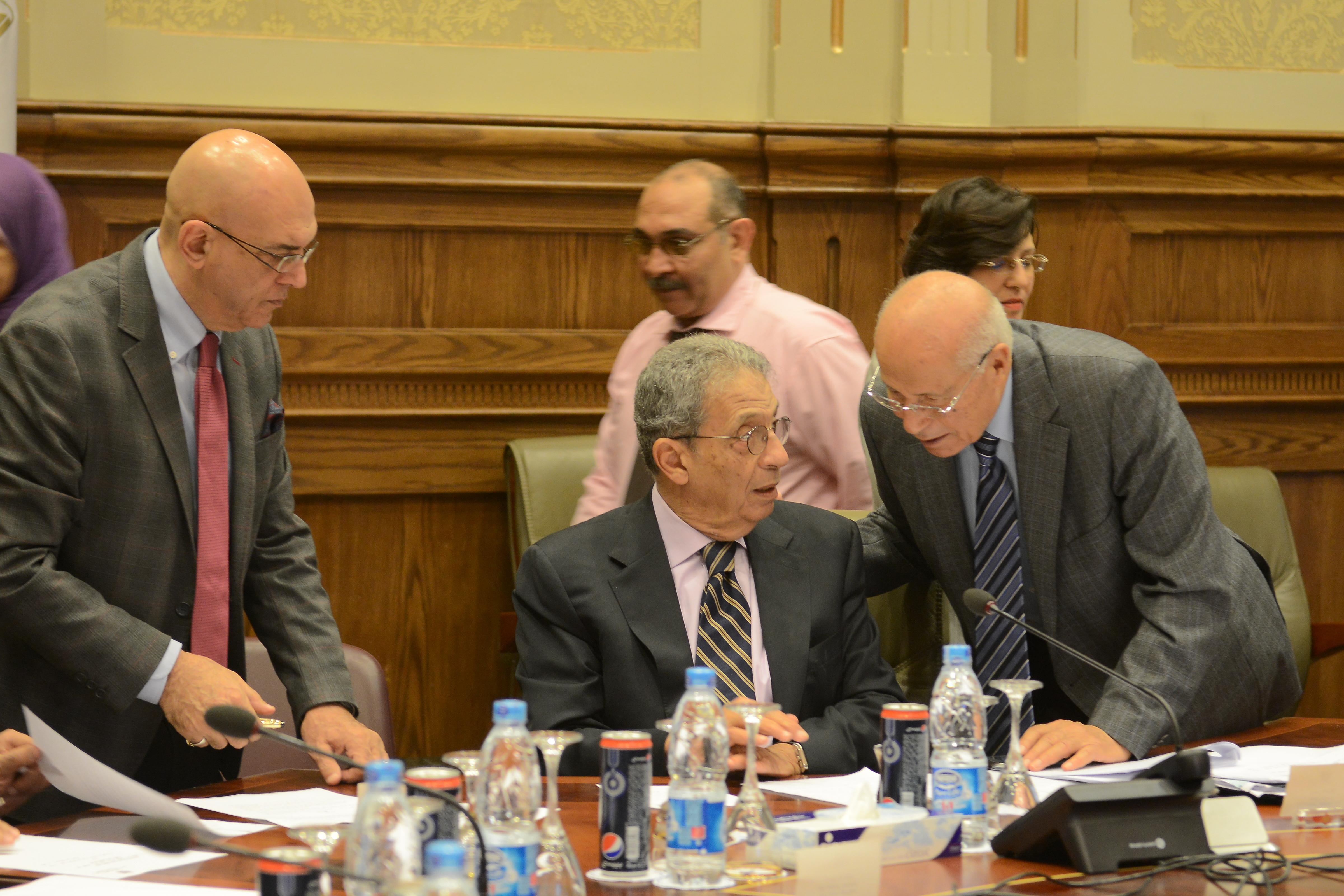 Chairman of the Constituent Assembly, Amr Moussa (C) and Spokesman of the Assembly, Mohamed Salmawy (L) during Thursday's session (Photo by Ali AlMalky)