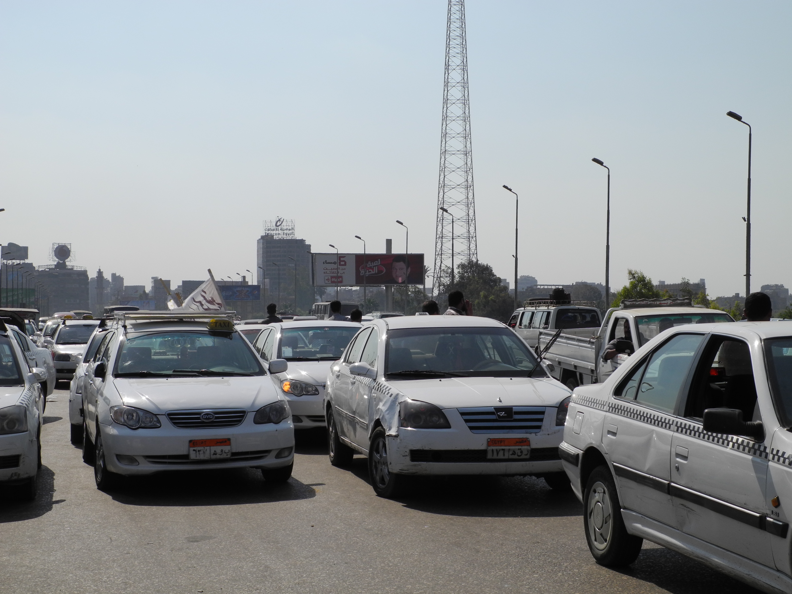 The government is proceeding with the third phase of its project to replace old taxis, previously delayed by procedural obstacles (DNE Photo)