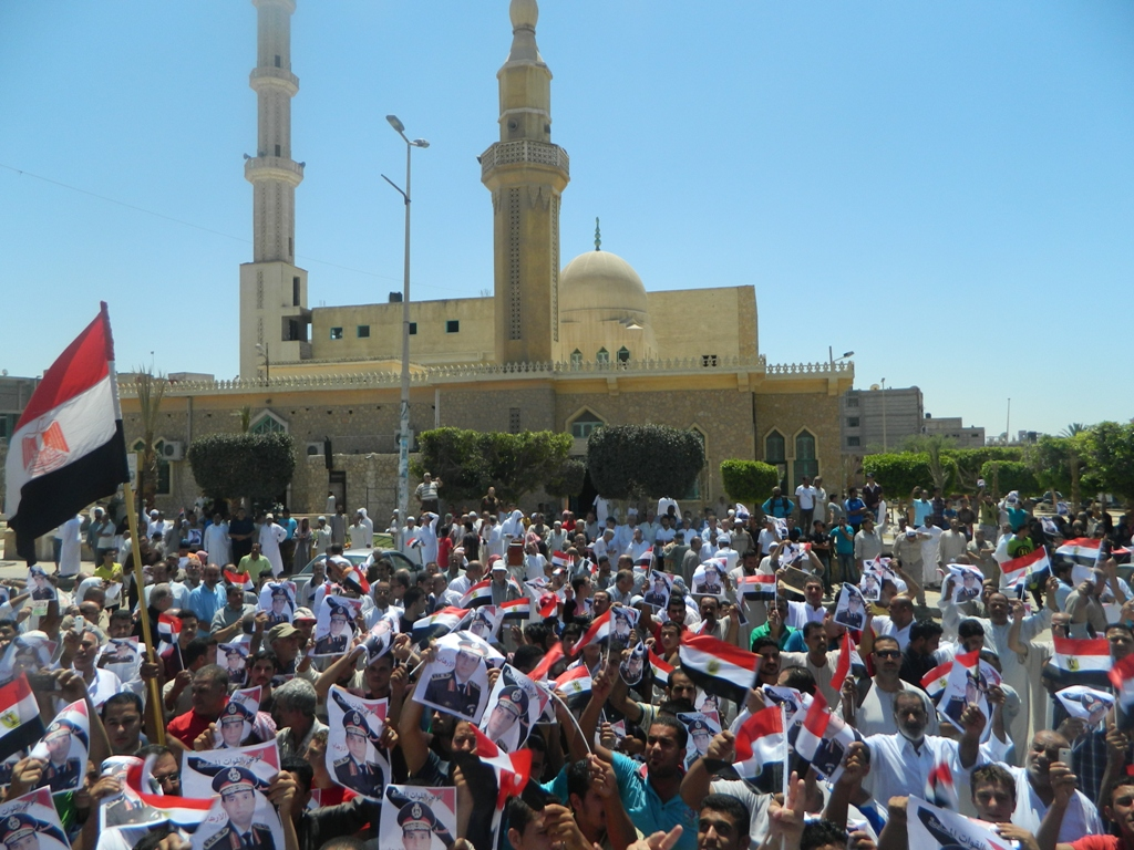 Supporters of Al-Sisi's call protested after noon prayers on Friday in Al-Arish (Photo by Nasser Al Azzazy/DNE)