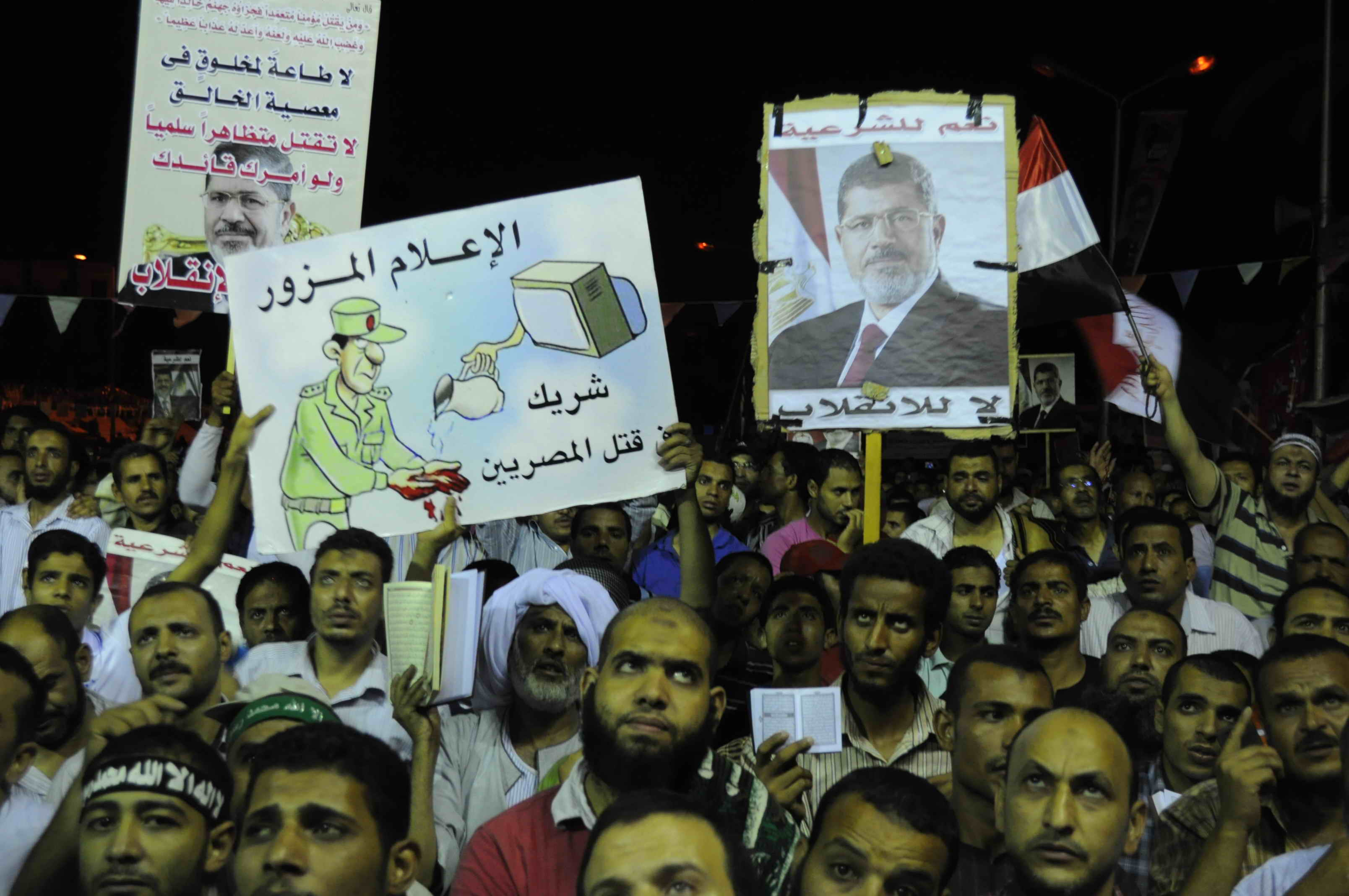 Pro Morsi sit-in at Al Nahda square on Wednesday night 31 July 2013 (Photo by Mohamed Omar/DNE)