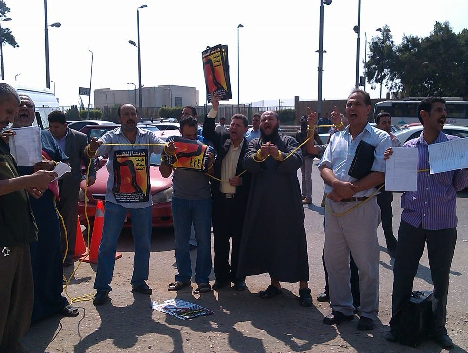 The Egyptian Centre for Economic and Social Rights (ECESR) began a sit-in on Sunday in front of the Ministry of Manpower and at 10 sites around Egypt to protest the unfair dismissal of workers from large companies. (Photo courtesy of ECESR)