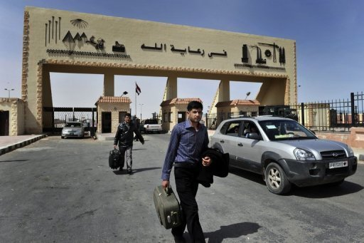 Security forces arrested 132 people as they attempted to illegally cross into Libya from Egypt. Out of the total detainees, 128 came from governorates across Egypt, while the remaining four were Sudanese. (AFP File Photo)