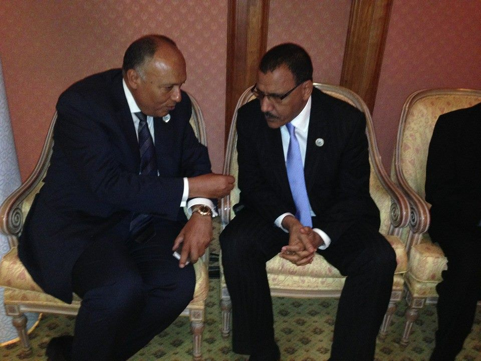 Foreign Minister Sameh Shoukry holding talks with Nigerien Foreign Minister Mohamed Bazoum on the sidelines of the 41st session of the Organisation of Islamic Cooperation.  (Photo courtesy of the Foreign Ministry)