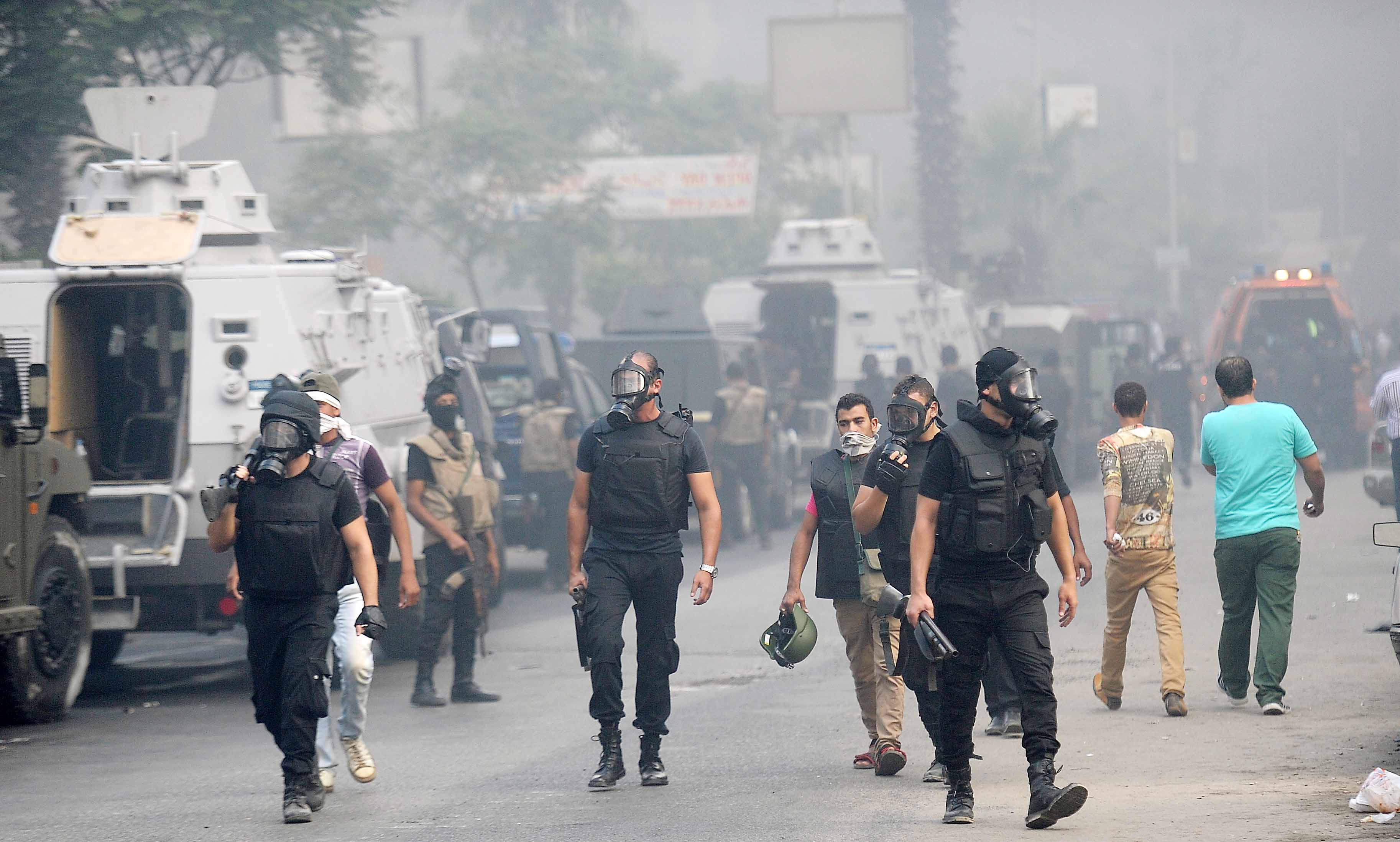 Police surround Rabaa (Photo by Ahmed AlMalky/DNE)