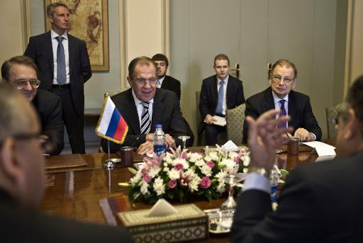 Egyptian Foreign Minister Nabil Fahmy (R-partially hidden) meets with his Russian counterpart Sergey Lavrov (C) on 14 November 2013 in Cairo (AFP, Khaled Desouki)