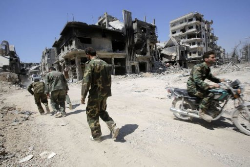 Syrian government forces patrol the Khaldiyeh district of Homs, on July 31, 2013 (AFP, Joseph Eid)