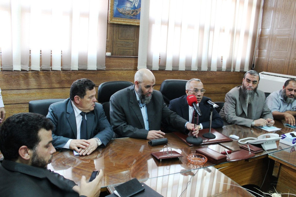 The Al-Nour Party's delegation, headed by its chairman Younis Makhyoun (C) met with the Governor of North Sinai Major General Sayed Abdel Fattah Harhour (Photo by Nasser Al Azazy)
