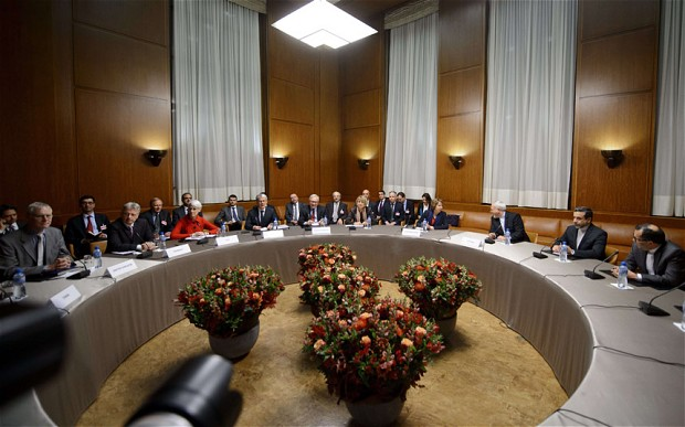 Iranian Foreign Minister Mohammad Javad Zarif (3rd-R) and EU foreign policy chief Catherine Ashton (4th-R) meet with other officials at the start of closed-door nuclear talks in Geneva. (AFP Photo)