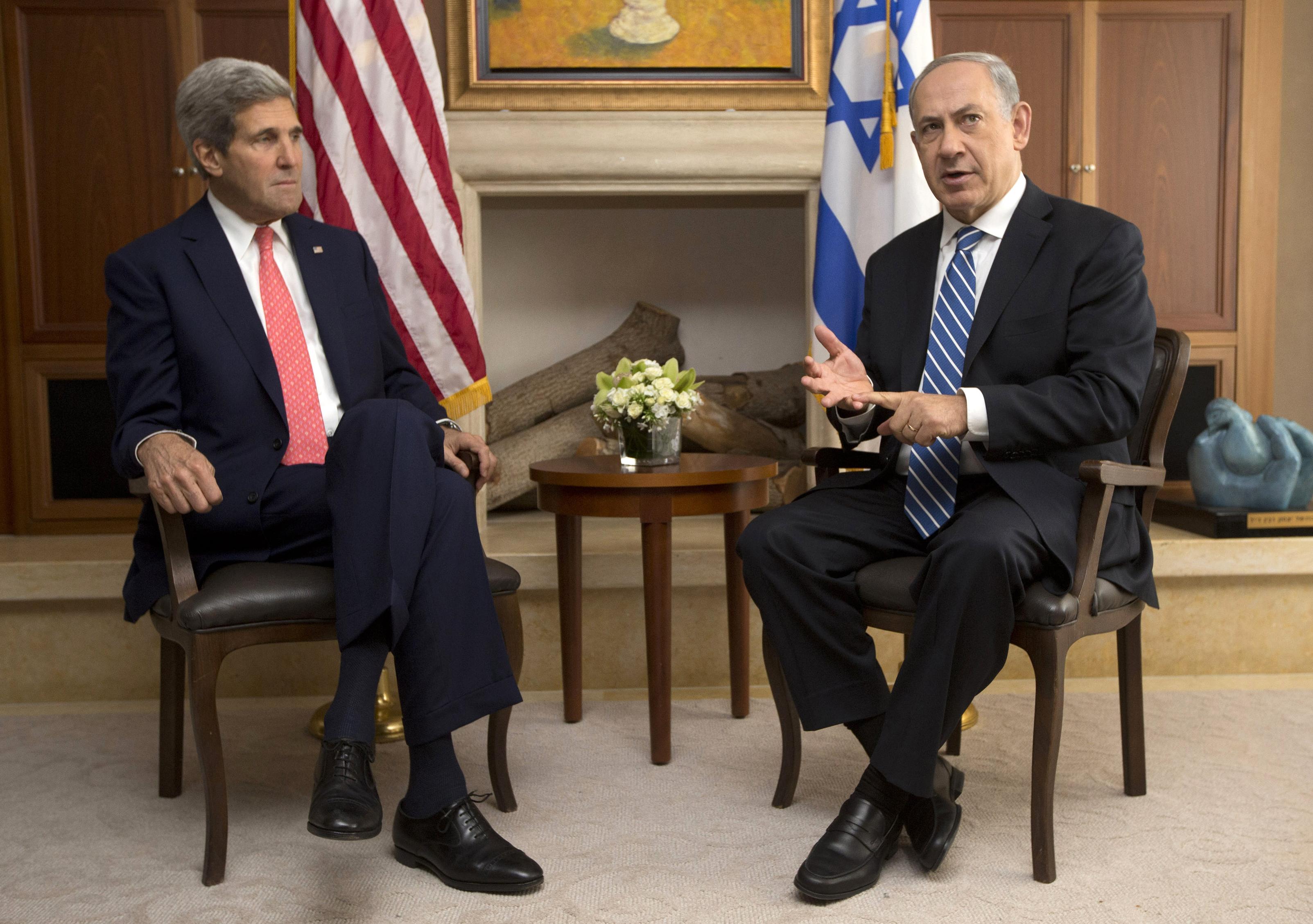 Israeli Prime Minister Benjamin Netanyahu speaks with US Secretary of State John Kerry during a meeting on 6 November in Jerusalem. (JASON REED/AFP/Getty Images)