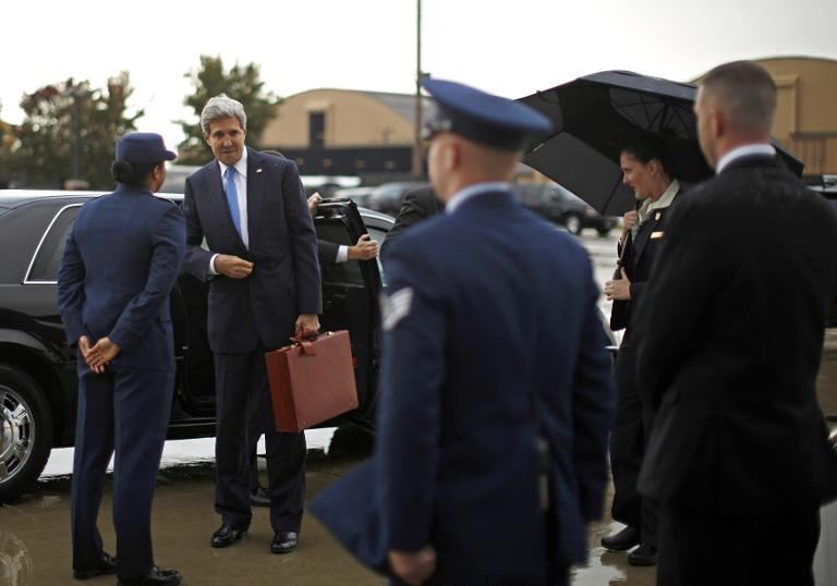 US Secretary of State John Kerry prepares to board his aircraft at Andrews Air Force Base near Washington, November 2, 2013 (AFP)