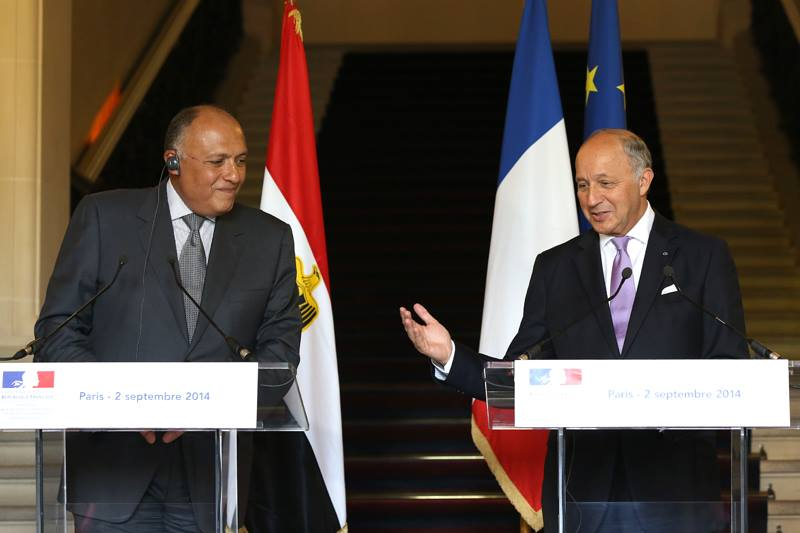 Egyptian Foreign Minister Sameh Shoukry (L) with his French counterpart  Laurent Fabius in Paris on Tuesday. (Photo French Foreign Ministry handout)