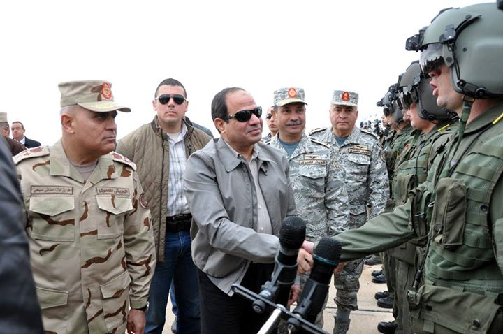 Al-Sisi meets military pilots following the airstrikes launched on the city of Derna, Libya (Photo Military spokesman official page)