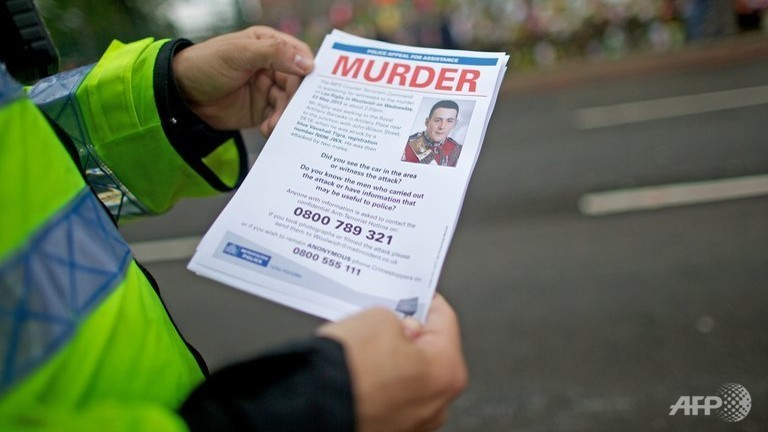 Police hand out leaflets in London, on May 29, 2013 requesting information about the murder of Drummer Lee Rigby (AFP, Andrew Cowie)