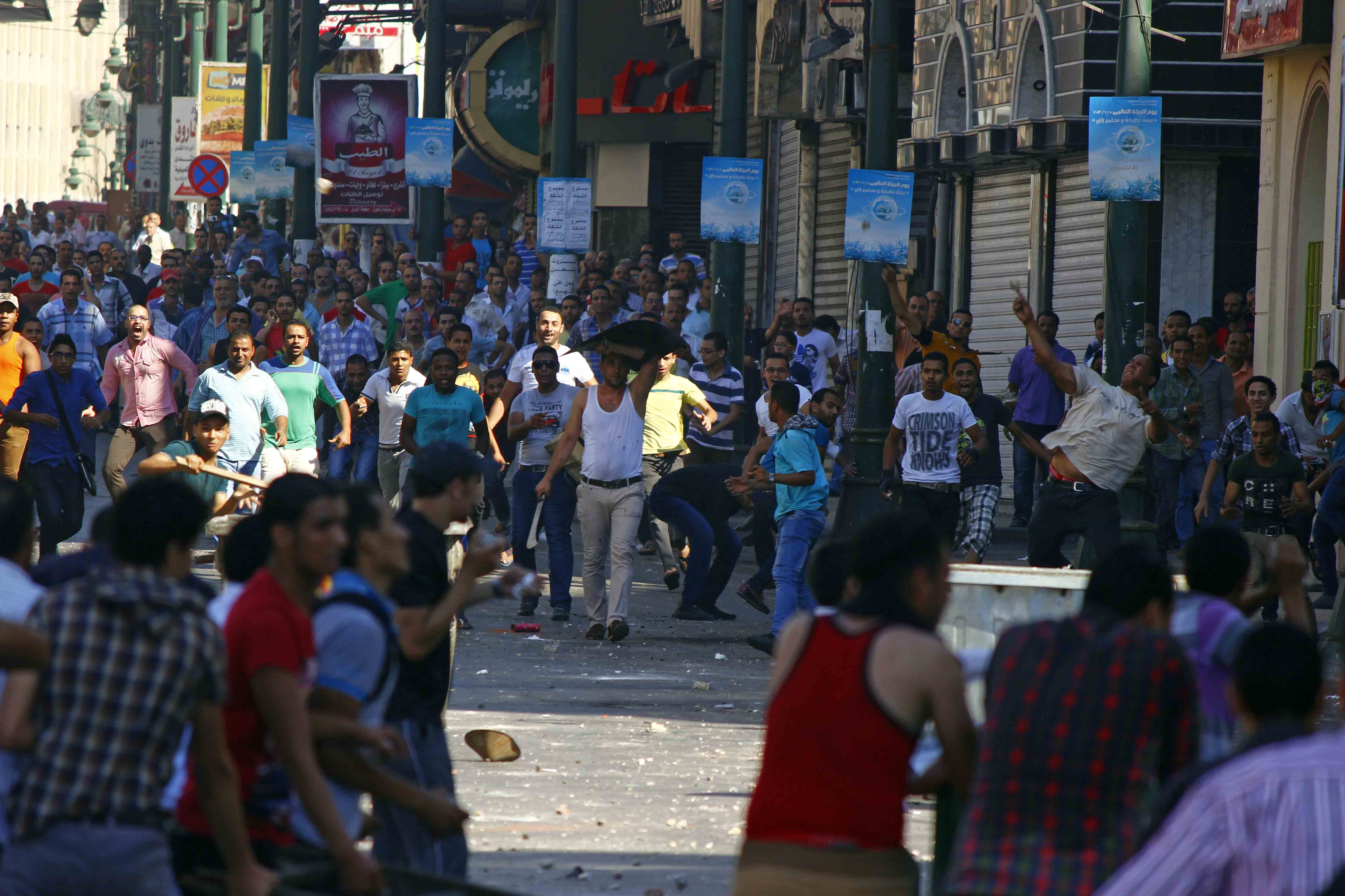 Clashes are still on-going between rival protesters in Alexandria (Photo by Ahmed Arab)