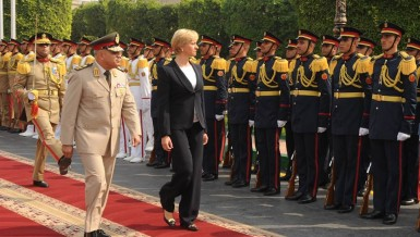 Minister of Defence Sedki Sobhi met Saturday with his Italian counterpart Roberta Pinotti to discuss international developments in the Middle East and the Mediterranean region, including terrorism and its impact on security and stability, as well as clandestine migration.