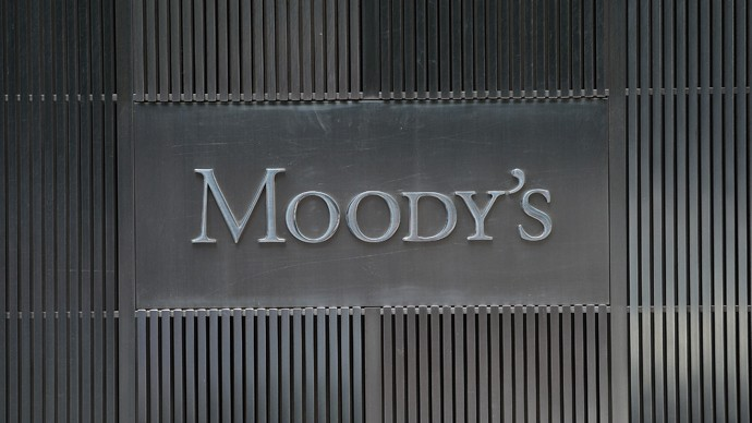 The outlook for Egypt's banking system is negative because of political instability and banks' increasing exposure to the indebted government, Moody's Investors Service said in a report that contrasted with many investors' growing optimism. (AFP Photo)