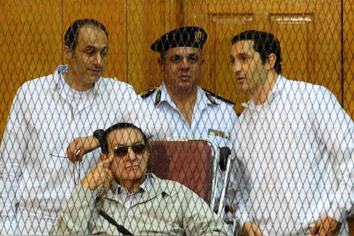 Egyptian toppled president Hosni Mubarak and his two sons Alaa (R) and Gamal stand behind bars during their trial at the Police Academy on September 14, 2013 in Cairo  (AFP File Photo)