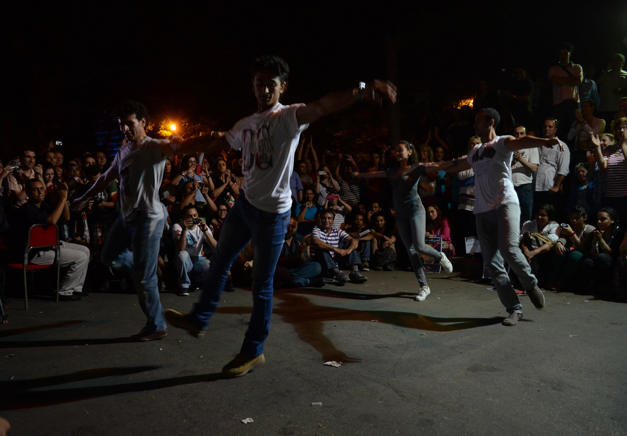 Ballet dancers performed Zorbas on the streets of Zamalek in front of the Ministry of Culture on Sunday night to protest Minister of Culture Alaa Abdel Aziz as well as Shura Council discussions over banning ballet. (Photo by Haleem Shaarani)