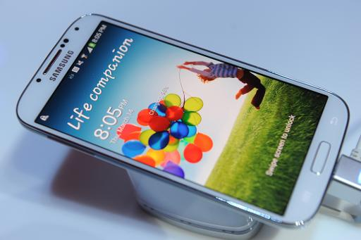 Samsung's new Galaxy S4 is seen during its unveiling in this March 14, 2013 (AFP/File, Don Emmert)