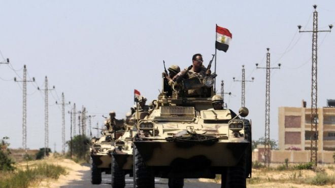 Egyptian army soldiers patrol Sinai in May 2013 (AFP File Photo)