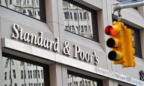 Standard & Poor's cut its outlook on Turkey's ratings to negative from stable on Friday, saying that it saw risks of a hard economic landing and that the country's policy environment was becoming less predictable. (AFP Photo)