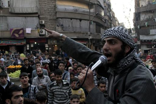 A member of the Islamic State of Iraq and the Levant (ISIL) speaks into a microphone urging people to join their fight against the regime, in the northern Syrian city of Aleppo, on November 13, 2013  (AFP/File, Mahmud al-Halabi)
