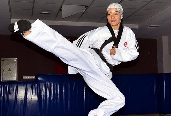 Turkish fighter Hatice Kubra Yangin won a gold medal in the 1st Luxor Open Taekwondo Tournament (Photo courtesy of Turkish embassy in Egypt)