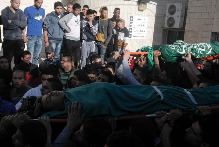 Palestinians carry the bodies of men killed during an Israeli raid on the West Bank town of Jenin, on March 22, 2014  (AFP Photo/Jaafar Ashtiyeh)
