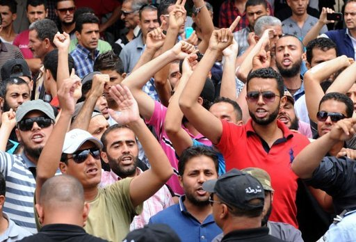 Tunisian protesters shout slogans outside the courthouse where Amina Sboui, the Tunisian member of feminist group Femen, is being put on trial, on May 30, 2013, in the central city of Kairouan (AFP)