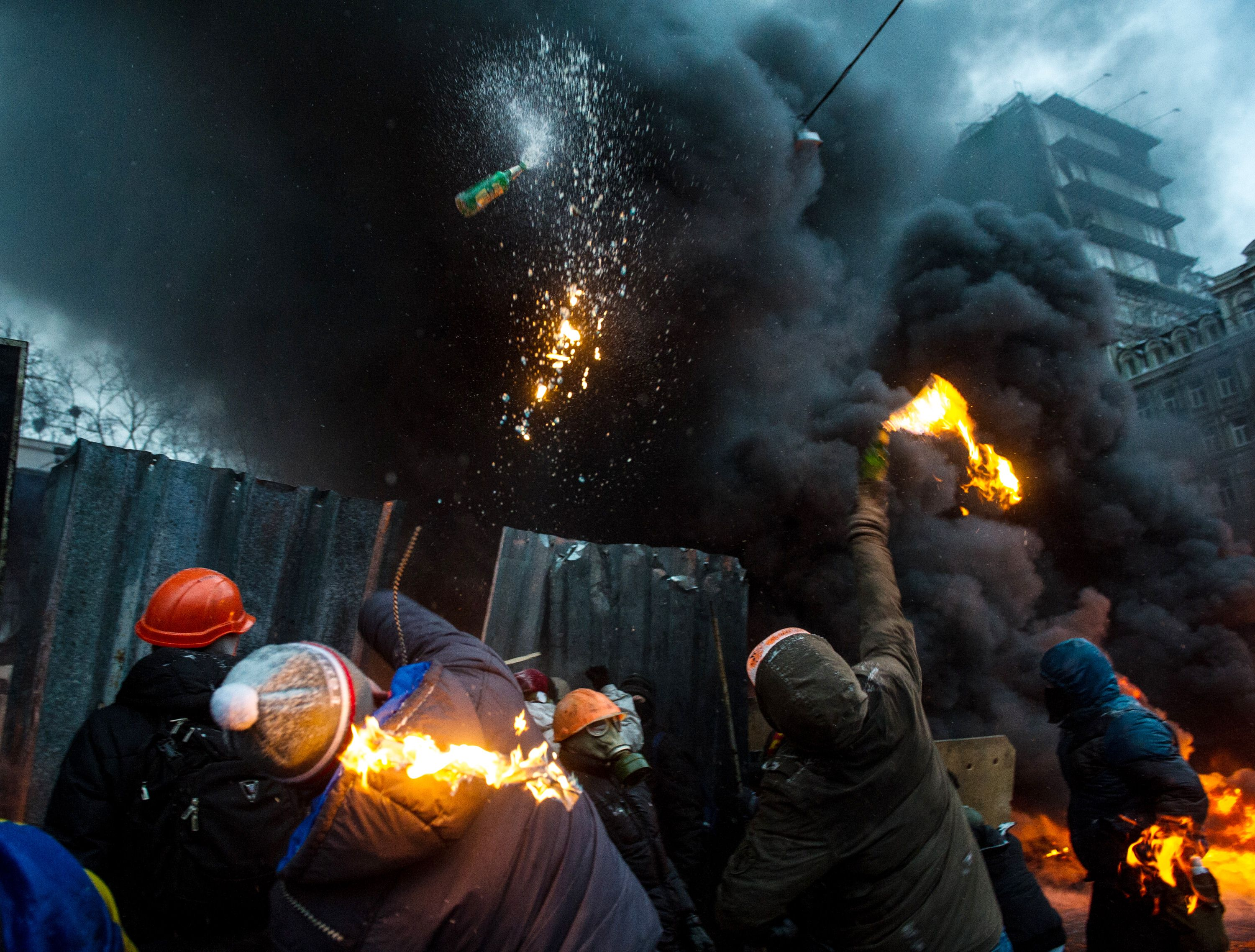 Protesters throw Molotov cocktails at police during clashes in the centre of Kiev on 22 January 2014 (AFP Photo)