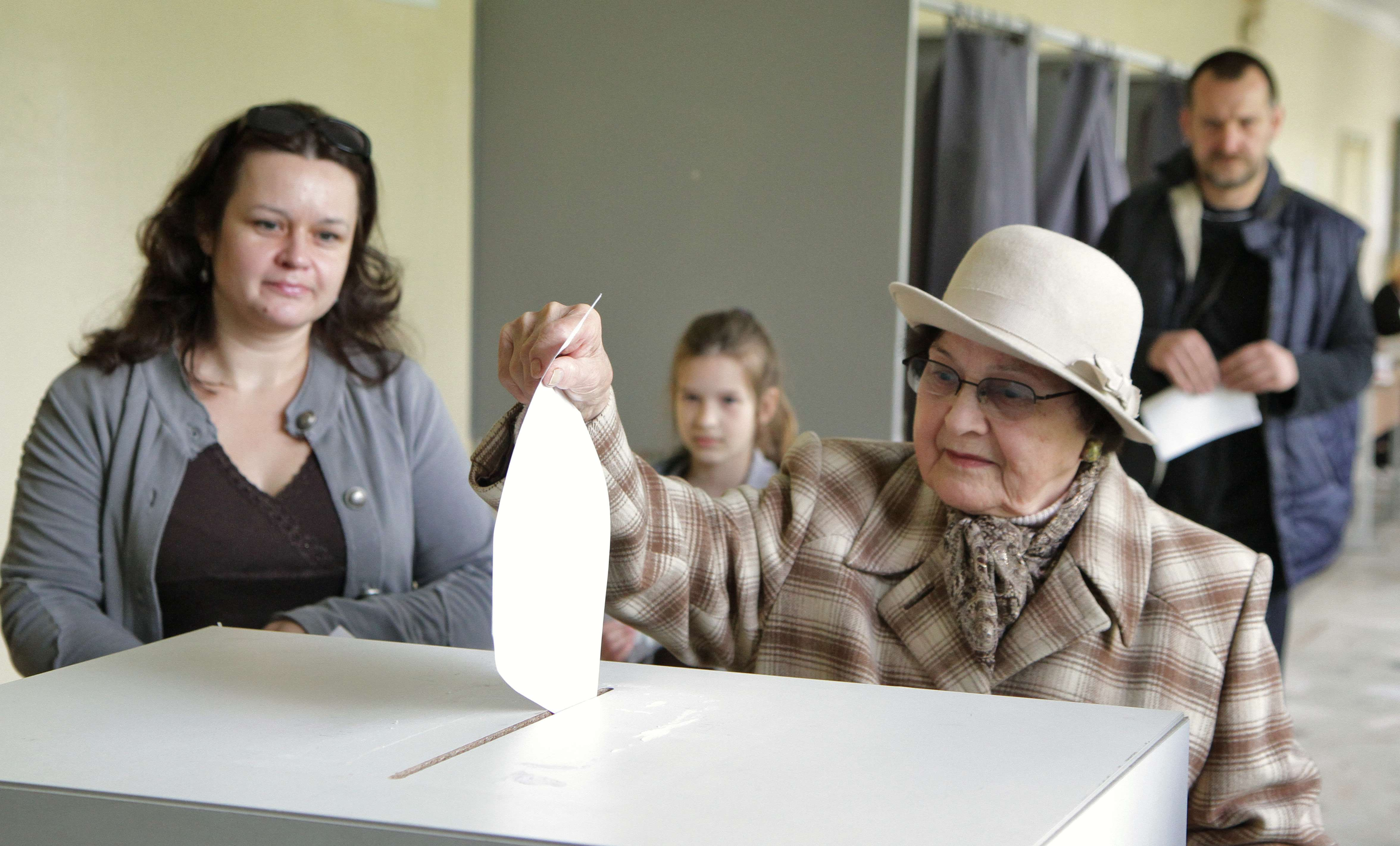 """A woman casts her ballot at a polling station during the presidential election in Vilnius on May 11, 2014. Lithuanians were voting Sunday to elect their president, with incumbent """"Iron Lady"""" Dalia Grybauskaite the favourite to win for her hard line on a resurgent Russia during the Ukraine crisis.  (AFP PHOTO / PETRAS MALUKAS)"""