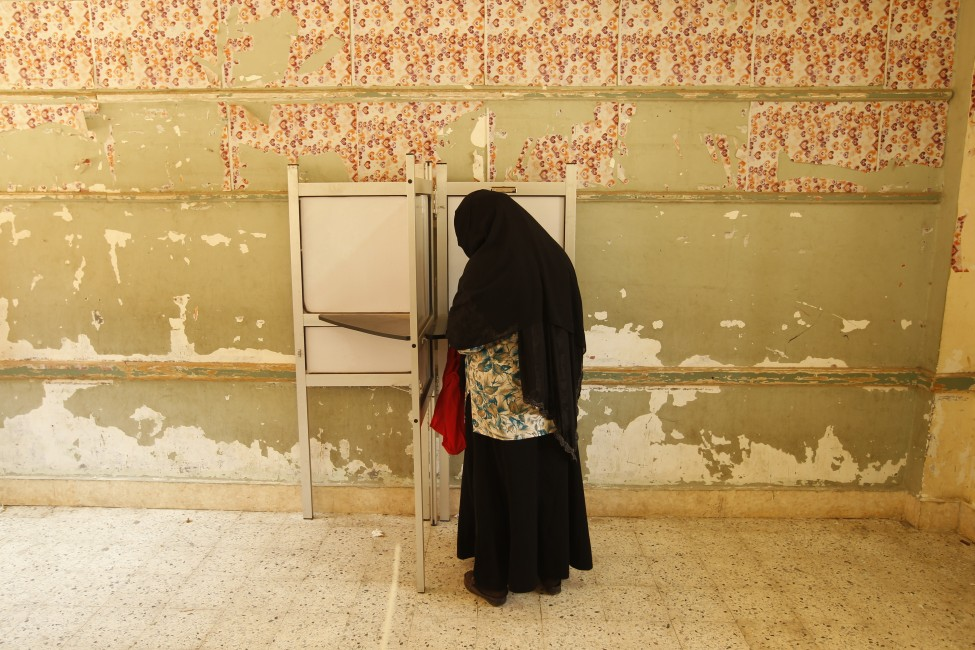 n Egyptian woman fills in her ballot at a polling station in Cairo on June 2012.   (AFP File Photo)